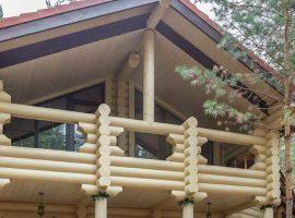 Остекление балкона в доме из бревна